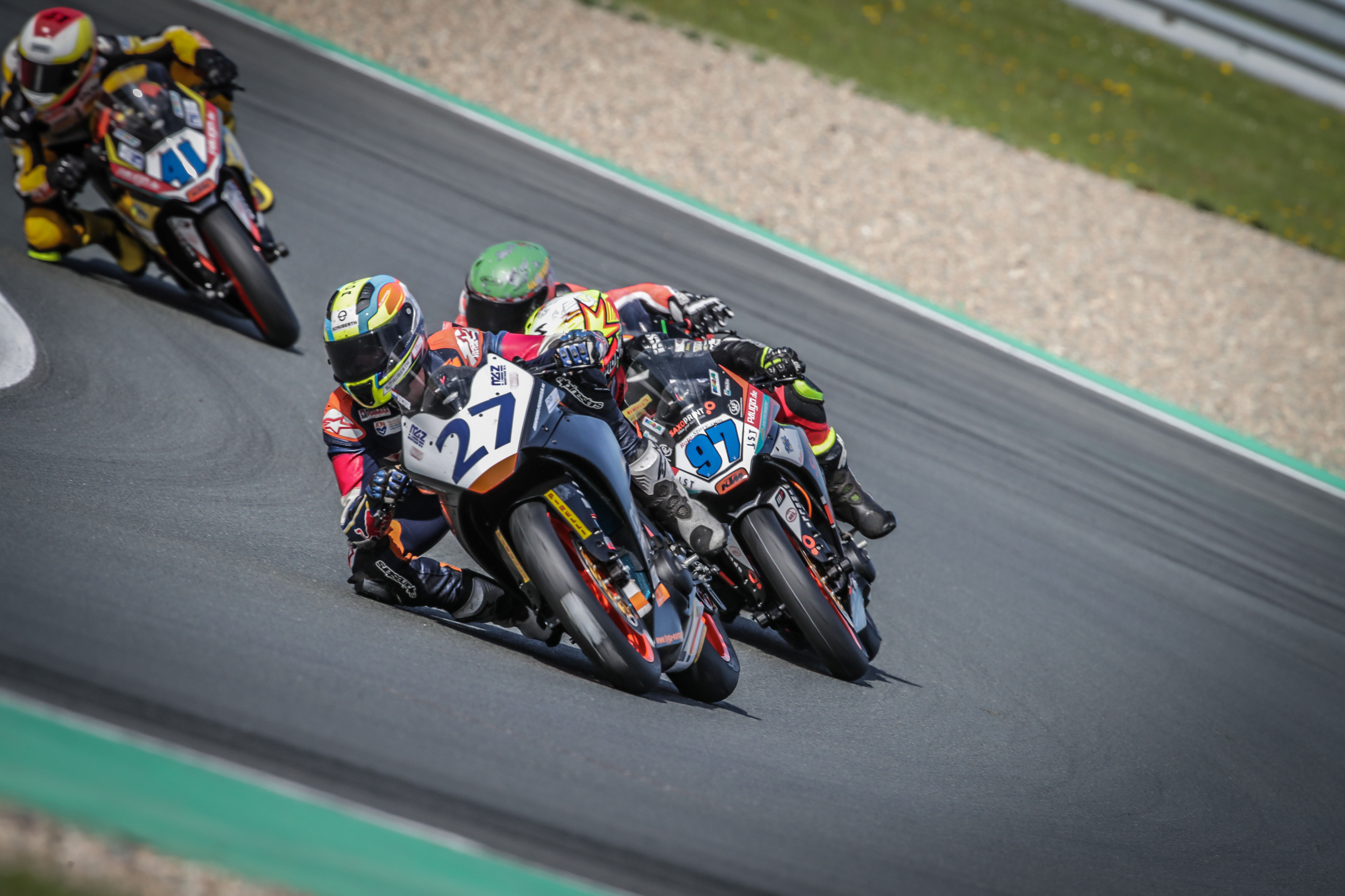 IDM Supersport 300 – IDM-Neuling Steeman besiegt deutsche Top-Piloten