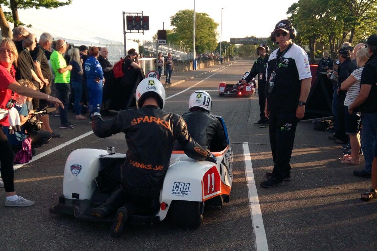 IDM Sidecar: Mike Roscher rockt die Isle of Man