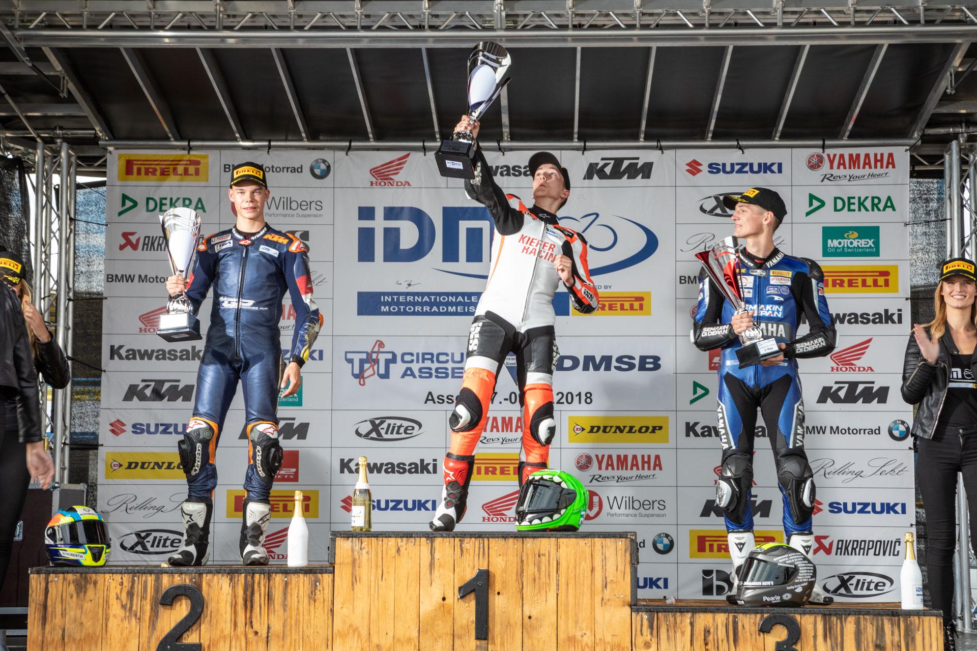 IDM Supersport 300: Toni Erhard besiegt die Konkurrenten auf ihrer Heimstrecke doppelt