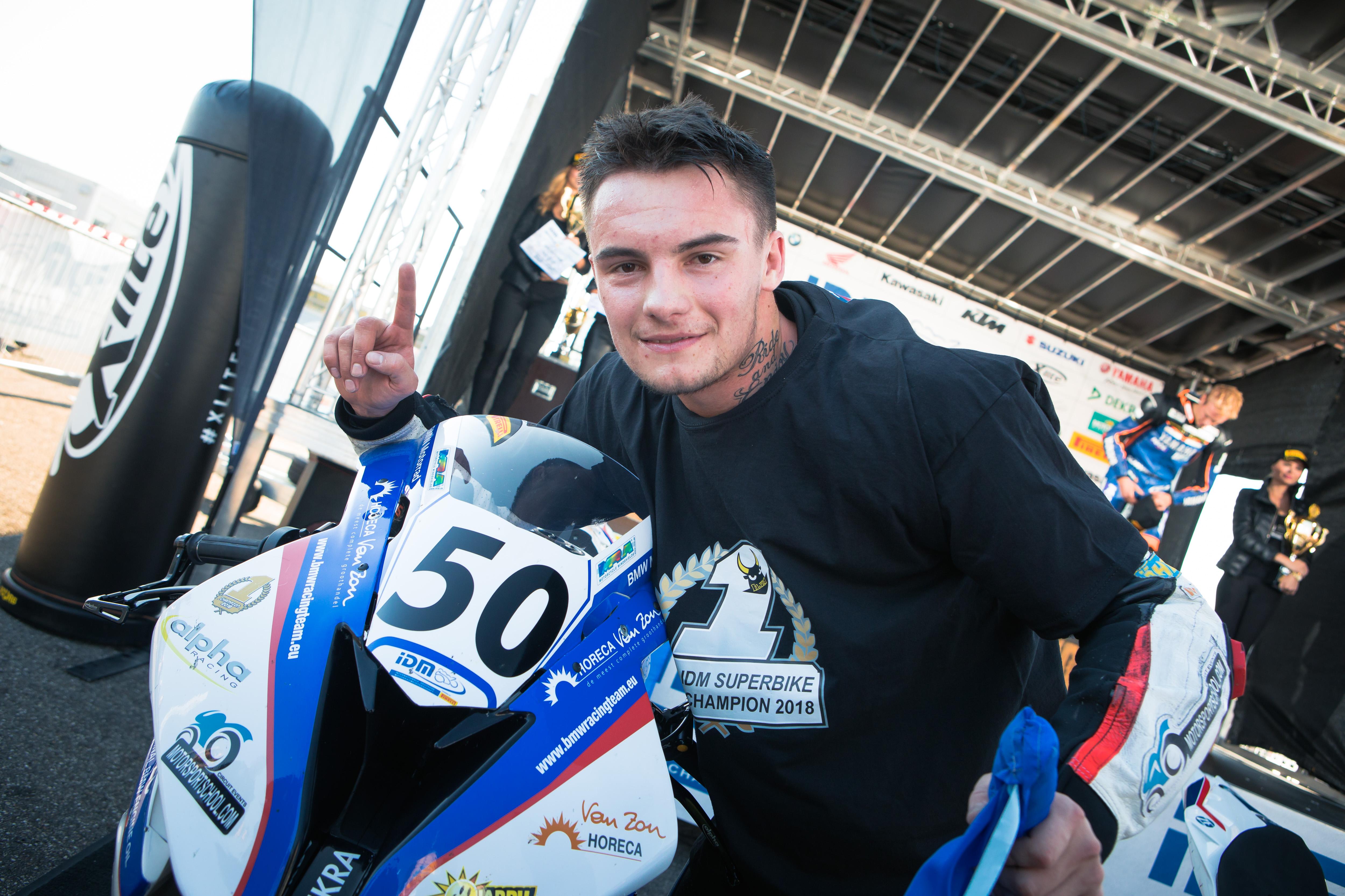 IDM Superbike 1000: Ilya Mikhalchik holt den Titel und zeigt Emotionen