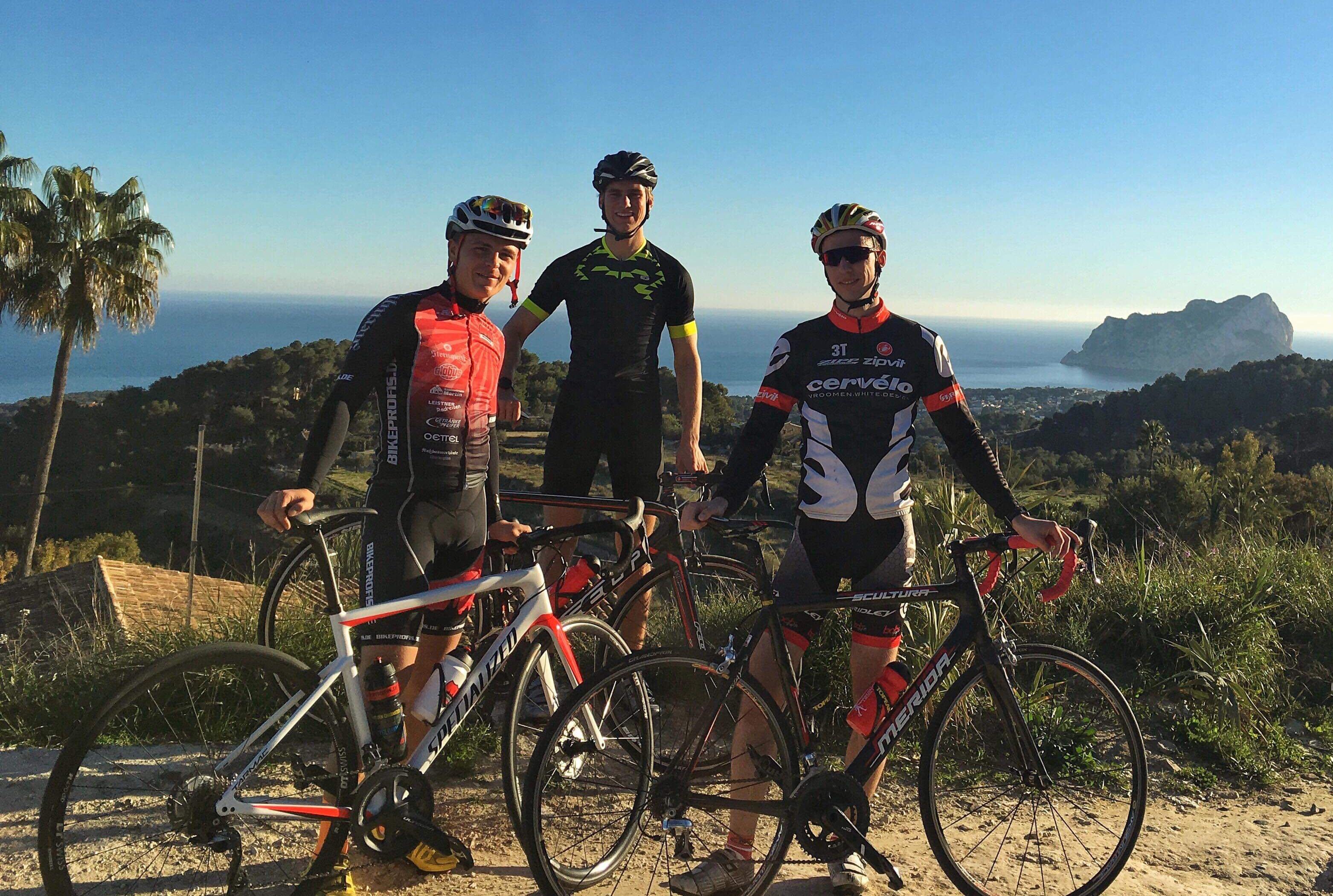 IDM Superbike 1000: Drei Kumpel auf Trainingstour in Spanien und ein Zwischenfall im Nachtclub