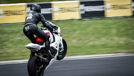 """IDM Superbike 1000: """"Ilya ist eine halbe Sekunde schneller, ich könnte verrückt werden"""" (Julian Puffe)"""