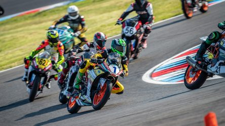 IDM Supersport 300: KTM auf Pole, grüne Welle rollt an