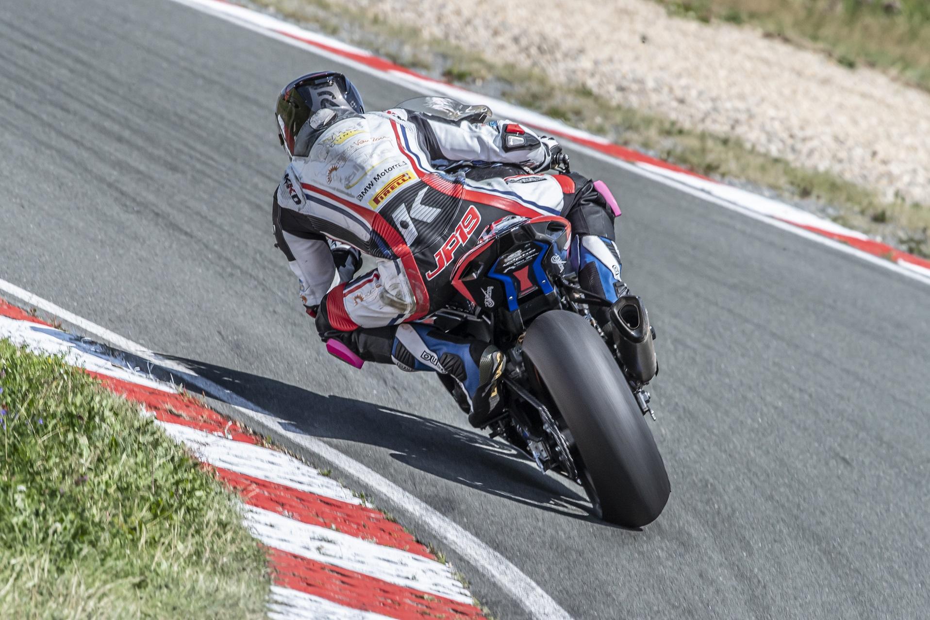 IDM Superbike 1000: Mikhalchik auf der Pole Position, Puffe schaut zum Himmel