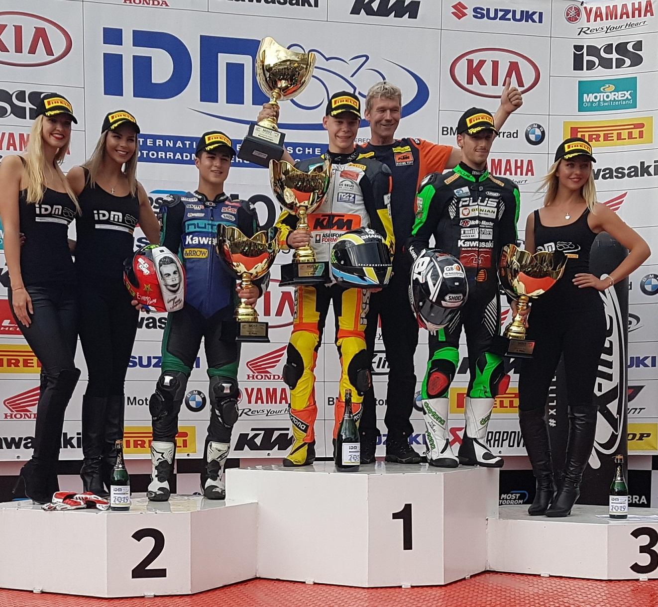 IDM Supersport 300: Victor Steeman lässt seine Verfolger im ersten Rennen abblitzen