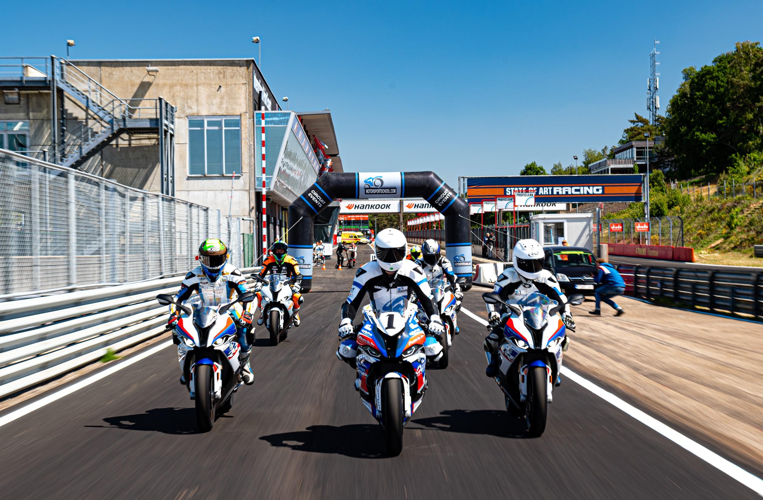 IDM Superbike 1000: Die BMW sind angelassen, die Rennfahrer kommen später