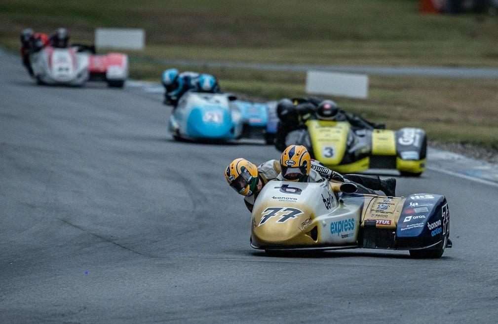 IDM Sidecar: Reifenpoker endet für Reeves und Roscher mit Sieg