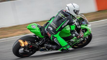 IDM Superbike 1000: Valentin Debise und Nico Thöni heizen für Kawasaki Weber-Motos ein